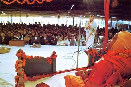 Srila Prabhupada preaching at New Delhi Pandal program. 1971.