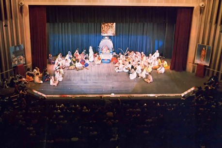 A crowd of 20,000 filled the Salle Pleyel, the largest public hall in Paris, to hear Srila Prabhupada speak.
