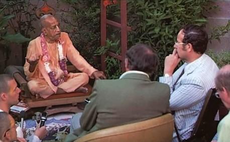Teaching the Teachers. West Coast scholars listen as Srila Prabhupada reveals the essence of Vedic knowledge. 1975.