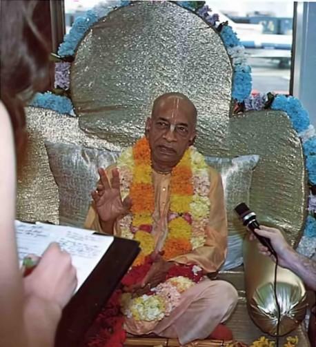 Prabhupada sitting on Vyassasana in Airport speaks with press. 1975.