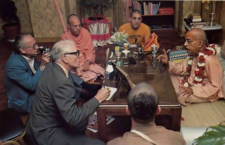 George Orwell of Associated Press notes down Prabhupada's remarks during an interview. Summer Tour 1976.