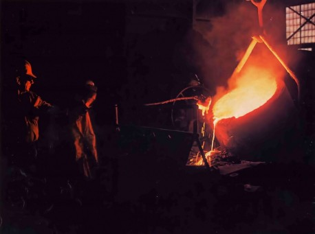 Foundry pouring metal