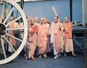 The morning of the festival Srila Prabhupada inspects a wheel.- 1977