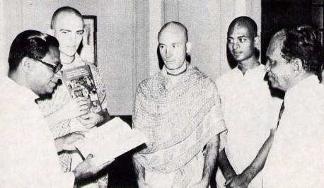 Prime Minister R. Premad asa, of Sri Lanka, reads aloud from Bhagavad-gita As It Is. Also on hand (left to right) are Ripughna Dasa , Rohini-kumara Dasa , Mahakarta Dasa, and Mr. Vincent Perera, Minister of Sports and Parliamentary Affairs.