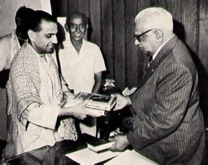 A Life Member of ISKCON, Prime Minister Ramgooram is entitled to all publications. Here presenting him with several new books are Navayogendra Swami and Shree