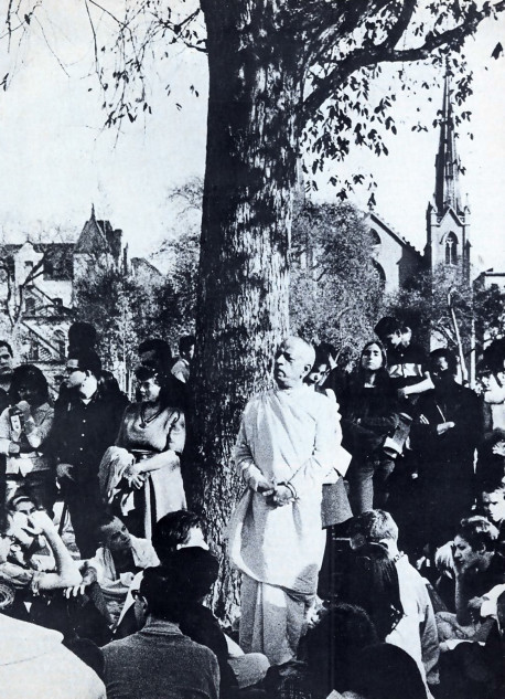 Srila Prabhupada speaks in Tompkins Square Park. This photograph ran on the front page or The Eas1 Village Oilier, a popular underground newspaper.