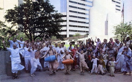Thanksgiving Square in Dallas provides the setting for satikirtana, the congregation at chanting of Hare Krsna, which ISKCON is known for worldwide .