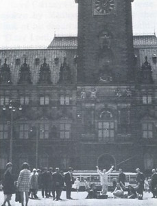 Sivananda chanting in front of Hamburg's city hall.