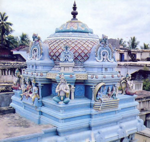 A dome on the roof indicates where the Deity stands in the temple below.