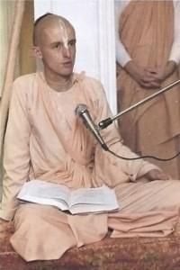 Satsvarupa dasa Gosvami giving class