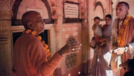 Srila Prabhupada guides disciples on a tour of the Radha·Damodara temple. Vrindavan, India, 1974.