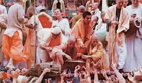 ISKCON devotees distributing Lord Jagannatha's maha-prasadam at Ratha-yatra festival. 1974.