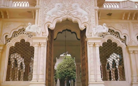 Open door reveals auspicious tamal tree, one of five in Vrindavan, around which temple is built.
