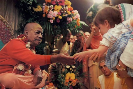 Srila Prabhuapda distributes cookies to children at ISKCON Toronto. Summer Tour. 1976.