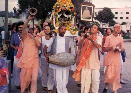 ISKCON Devotees Chant Hare Krishna at Laguna Beach 1977