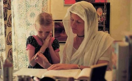 Tusti-devi dasi, teacher (ISKCON Los Angeles): 1977
