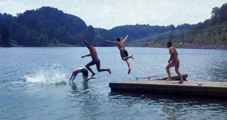A refreshing jump in the lake