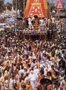 A swelling throng draws chariots up Venice Beach to the festival pavilion. The Los Angeles Ratha-yatra, biggest in the United States, features elephant rides, Indian dancers, films, music, fine-art exhibits, multimedia presentations, a crafts bazaar, and exotic vegetarian cuisine.