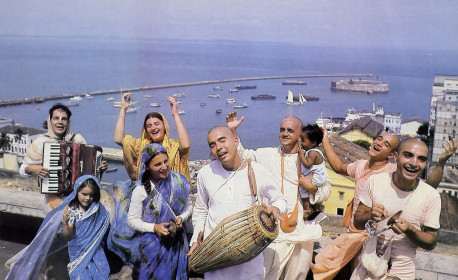 On the shore of the Atlantic Ocean in Salvador, Brazil, devotees of Krsna practice the sublime process of self-realization called hari-nama-satikirtana.