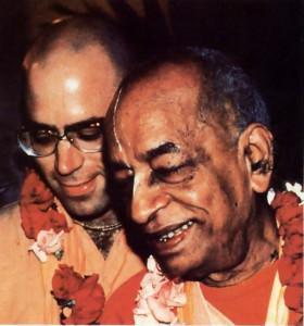As personal secretary 10 Srila Prabhupada, Srila Tarnal Krishna Goswami shared many intimate moments with him , as here in India in 1976.