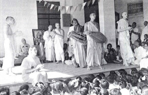 Devotees lead Indian school children in Hare Krsna chanting and dancing.