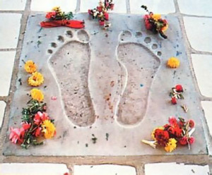 A replica of Lord Caitanya's footprints are enshrined in a miniature temple on the city's main road. Each day pilgrims on their way to the Ranganatha temple stop here to offer flowers.