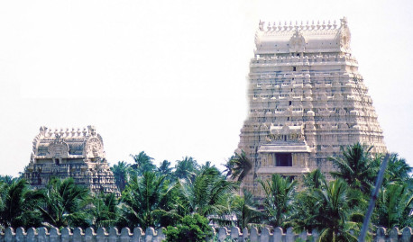 Ranganatha is the largest Visnu temple in India. Two of the seven giant gopuras (gateways) tower over the countryside and can be seen for miles.