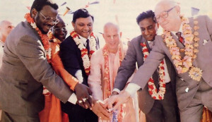 Feeling the happiness of the spirit of brotherhood after cutting the ribbon and opening the temple are the guests of honor and the ISKCON hosts: Mangosuthu Buthelezi, Srila Bhaktitirtha Swami , Amichand Rajbansi, Srila Bhagavan Goswami, J. N. Reddy, and Stan Lange.