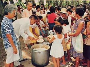 Devotees feed the people of Cebu sumptuously.