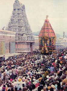 The Lord's gigantic chariot is dwarfed by the dome over the main entrance to the temple compound.