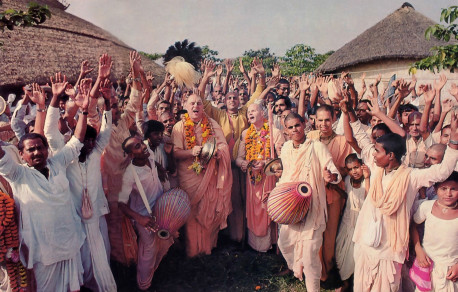 At a recent festival in Mayapur, West Bengal, Bhakti Raghava Swami chants Hare Krsna with Srila Jayapataka Swami Acaryapada and villagers from throughout India.