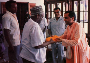 Zanzibar President Wakil receives a copy of Srila Prabhupada's Bhagavad-gita As It Is from Srila Navayogendra Swami.