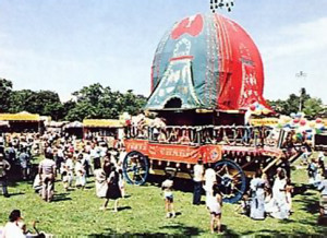 Festival-goers admire chariot at Montreal's 1986 Festival of India.